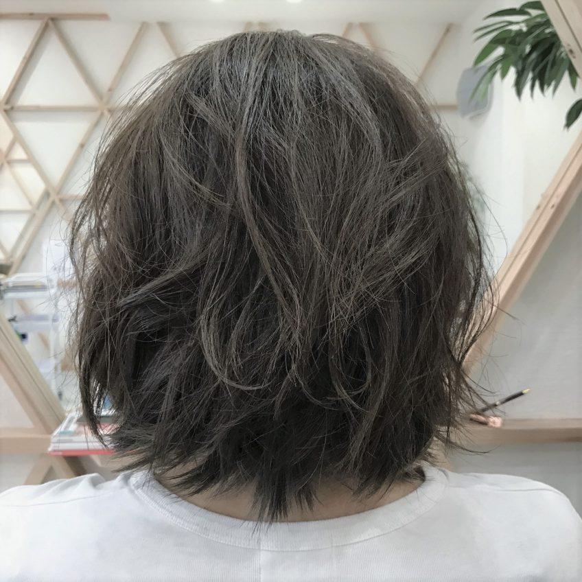 『縮毛矯正をした髪が伸びかけの時のスタイリング方法』