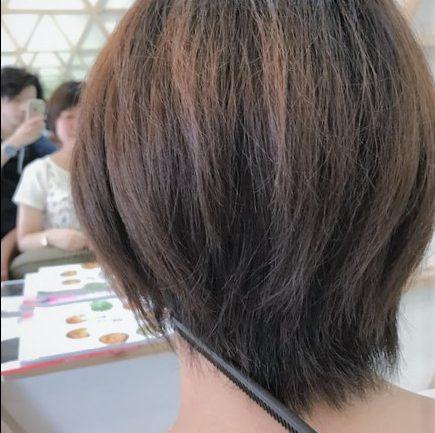 『2週間前に髪を切ったのですが、長さをあまり変えずもっと女子力が高い髪型にできますか?』